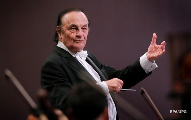 Відомого 81-річного диригента звинуватили в домаганнях