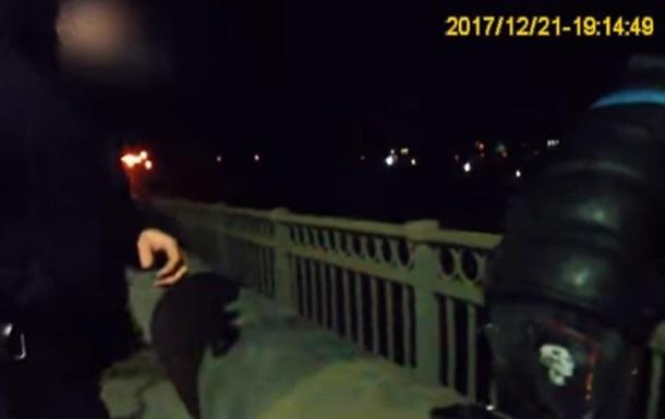 В Запорожье полицейские в последний момент предотвратили самоубийство
