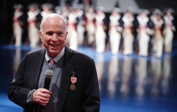 Американська зброя врегулює конфлікти в Україні - Маккейн
