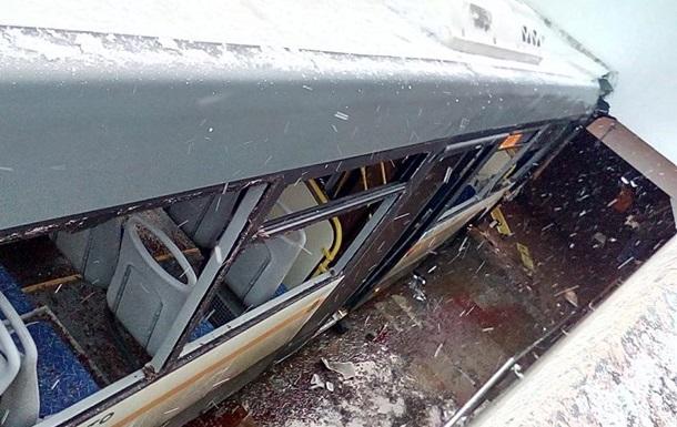 У Москві автобус в їхав у перехід: п ять загиблих