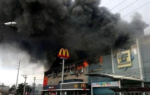 Жертвами пожежі в ТРЦ на Філіппінах стали 37 осіб