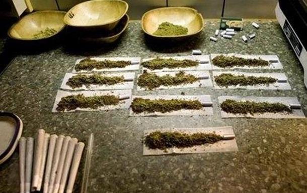 Датчанин с тысячей косяков марихуаны сел в авто к полиции вместо такси