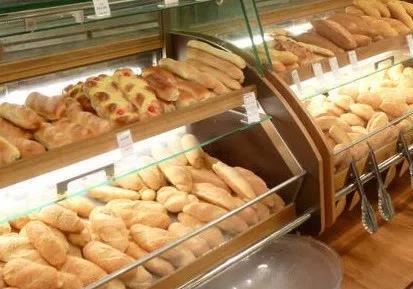 Есть хлеб, но нет цен и нет кассы. Бери и  …