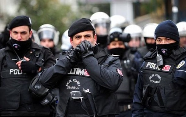 В Турции за неделю задержали более 100 человек
