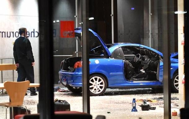 У ФРН розслідують в їзд автомобіля в штаб-квартиру СДПН