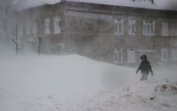 У Росії пенсіонерку здуло вітром з балкона