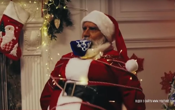 У Russia Today зняли відео, як Дід Мороз взяв у заручники Санта-Клауса