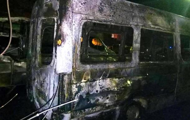 Во Львове возле стадиона Украина сгорели две машины