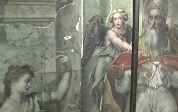 В Музеях Ватикана во время уборки нашли картины Рафаэля