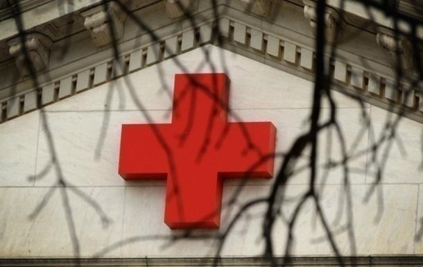 В ОРДЛО в їхали чотири вантажівки з гумдопомогою від Червоного Хреста