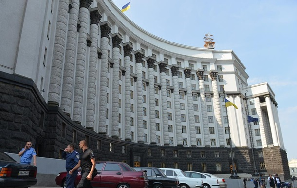 Кабмин: Автоконцерны незаконно работают в Крыму