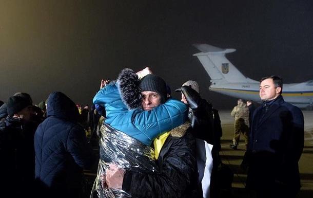 Освобожденных из плена военных отправили лечиться