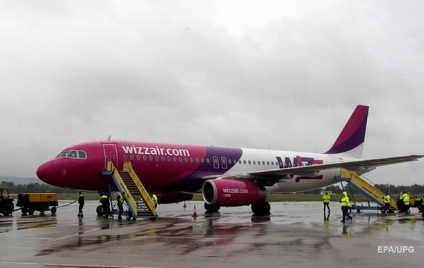 В самолет WizzAir в небе ударила молния