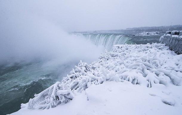 У США замерз Ніагарський водоспад