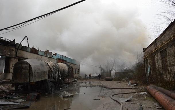 Вибух на підприємстві у Новомосковську: згорів цех і склад