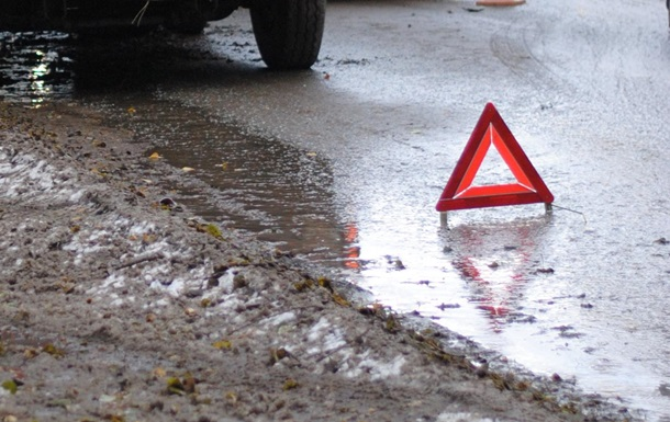 На Львівщині зіткнулися мікроавтобус і автопоїзд