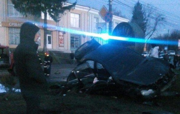На Хмельниччині авто збило жінку з дитиною