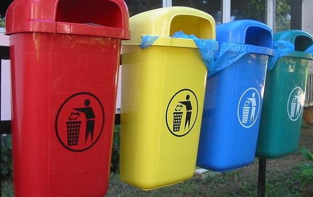 Украинцев обязали сортировать мусор