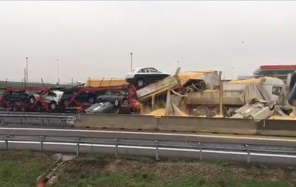 В масштабной аварии в Италии погибли шесть человек