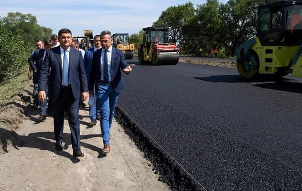 Гройсман показал, какими стали украинские дороги
