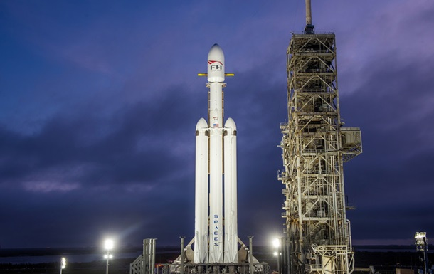 Появились официальные фото и видео Falcon Heavy