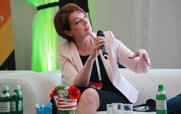 Министр образования получила 40 000 гривен матпомощи