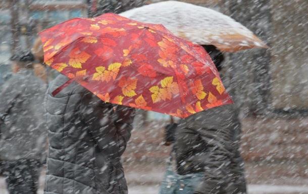 Завтра в Україні триватимуть дощі з мокрим снігом
