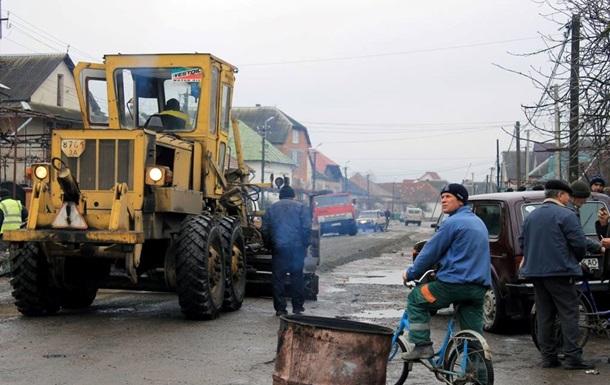 На Закарпатті після мітингів почався ремонт доріг