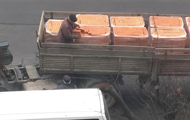 У Львові водій фури допоміг викрасти свій вантаж