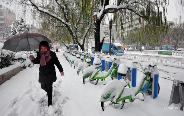 В Китае из-за снегопадов погибли 13 человек