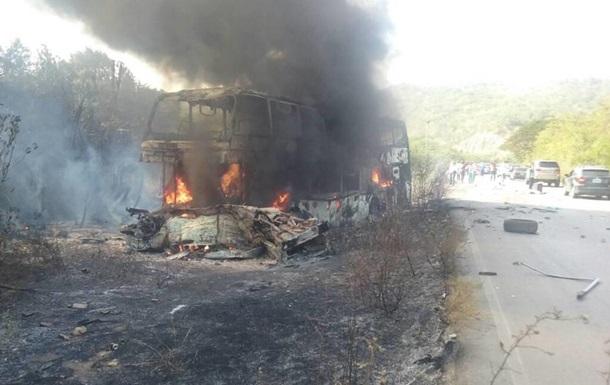 В Венесуэле на трассе сгорел автобус: семь погибших