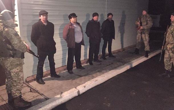Три іноземці намагалися незаконно покинути Україну