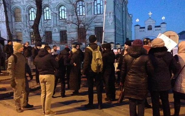Радикалы заблокировали Киево-Печерскую лавру