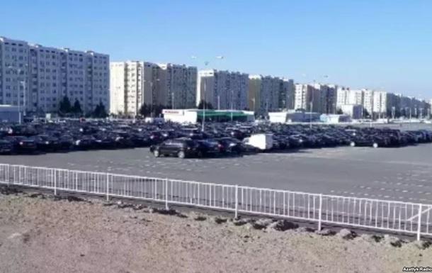 В Туркмении преследуют водителей черных авто - СМИ
