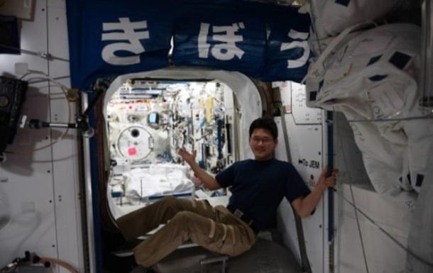 Японский космонавт извинился за фейк о своем небывалом росте