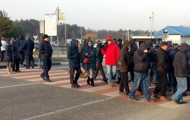 На Львовщине перекрыли дороги к границе Польши