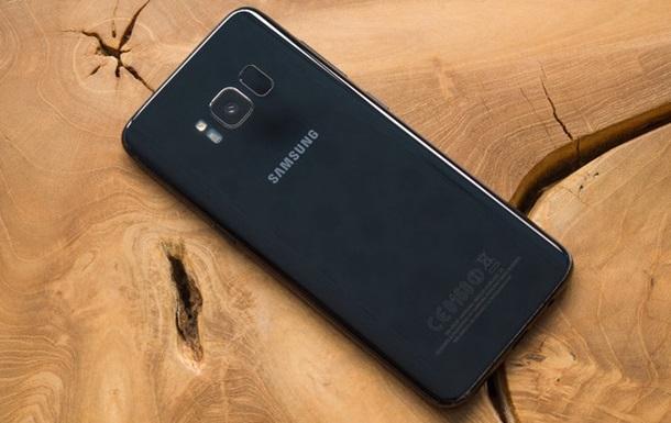 Вweb-сети интернет опубликовали фото включённого Самсунг Galaxy S9
