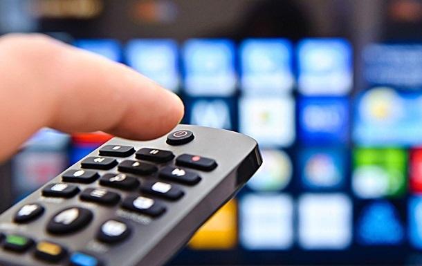 В Украине телевизор пока сильнее интернета - опрос