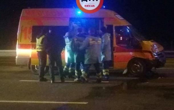 У Києві ДТП зі швидкою: п ятеро постраждалих