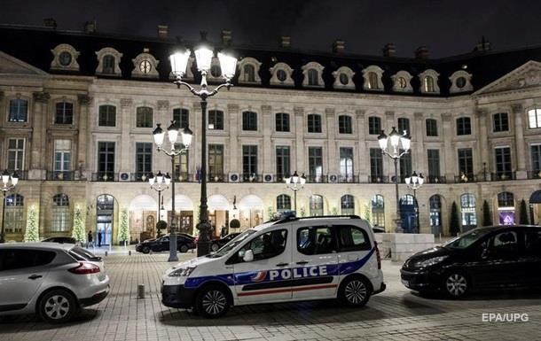 В Париже мужчины с топорами ограбили ювелирный магазин в отеле Ritz