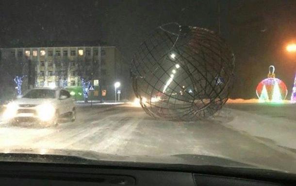 В Астане мощный буран сбивал людей с ног