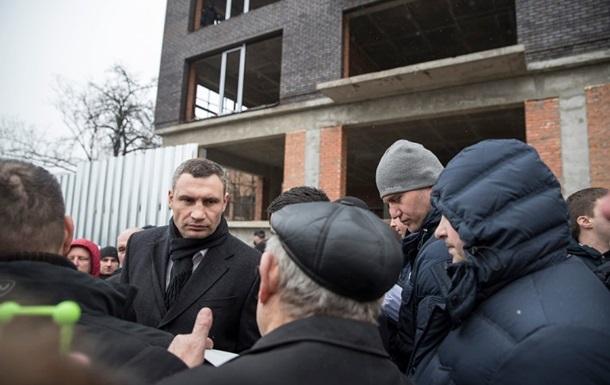 В Киеве остановили незаконное строительство