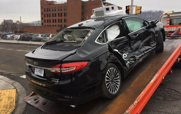 В США Ford с автопилотом разбили в первый день испытаний
