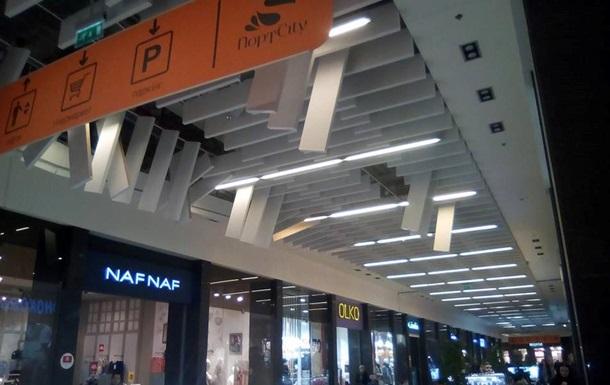 В Луцке обвалился потолок в торговом центре