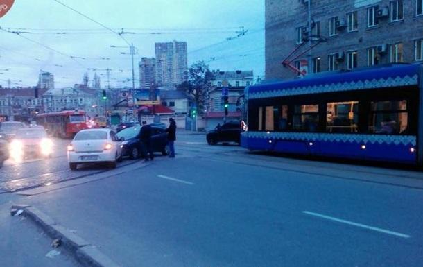 ДТП в Киеве парализовало движение нескольких трамвайных маршрутов