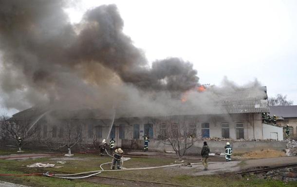 В Одесі горіли склади на залізничній станції