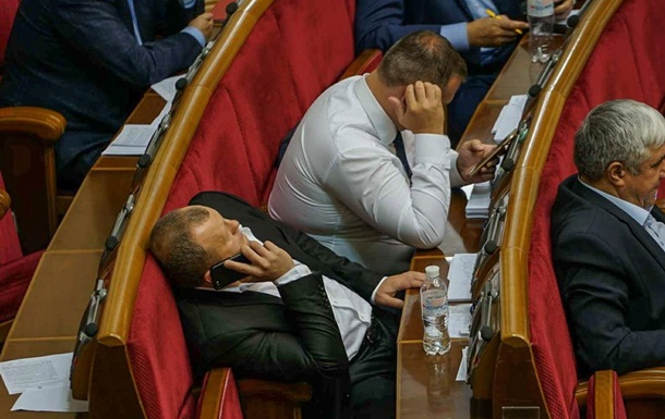 Заводят сети. Украинские политики в соцсетях