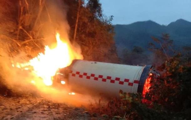 У Китаї шматок ракети впав і вибухнув біля житлових будинків