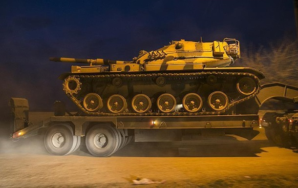 СМИ: Анкара направила военную технику на границу с Сирией