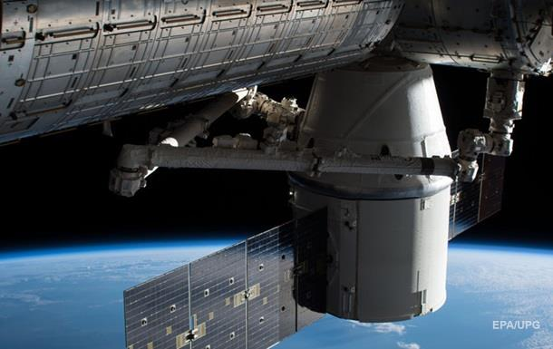 Космічна вантажівка Dragon успішно повернулася з МКС